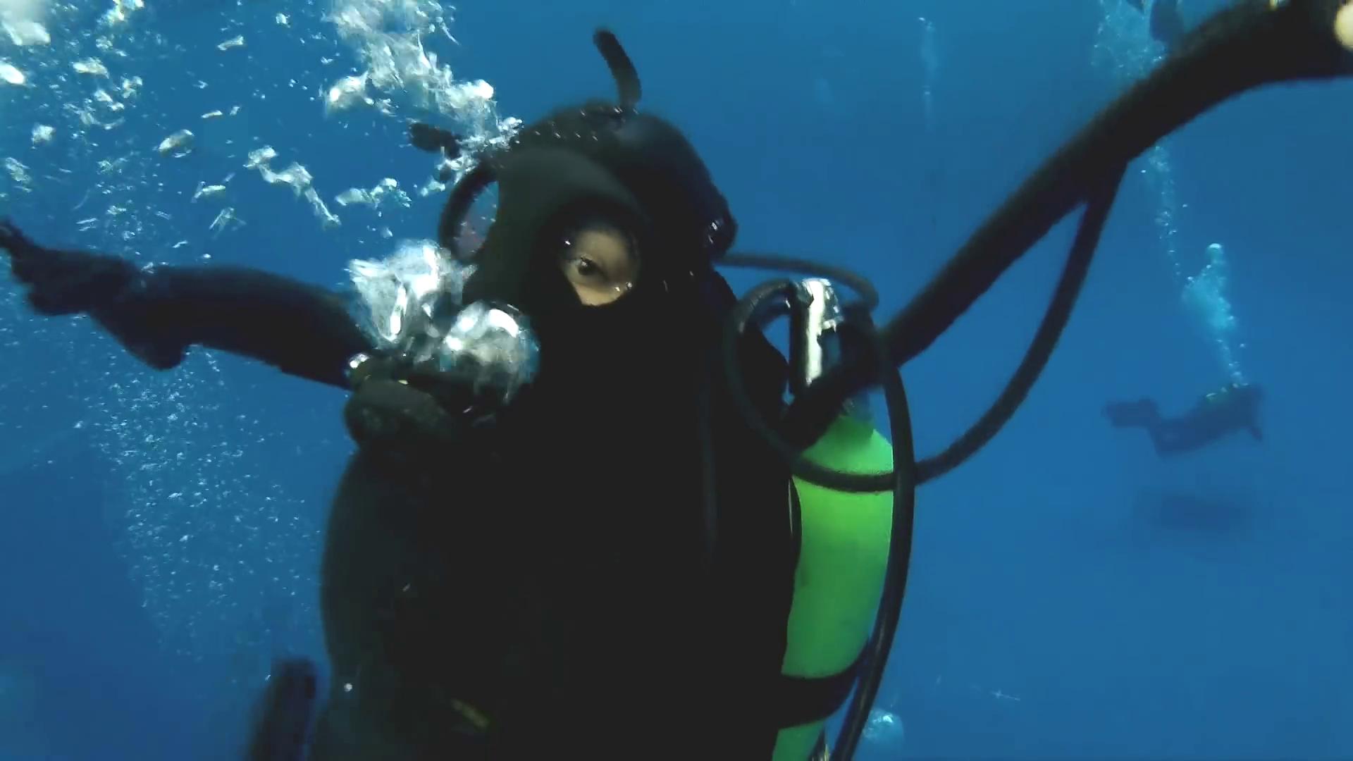 Underwater vintage woman think, that